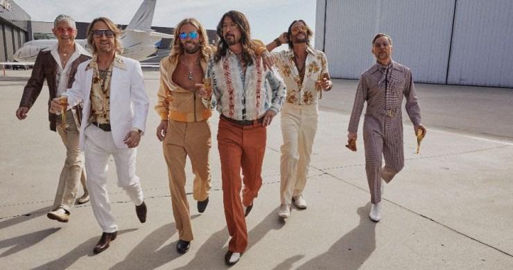 Dee Gees – You Should Be Dancing